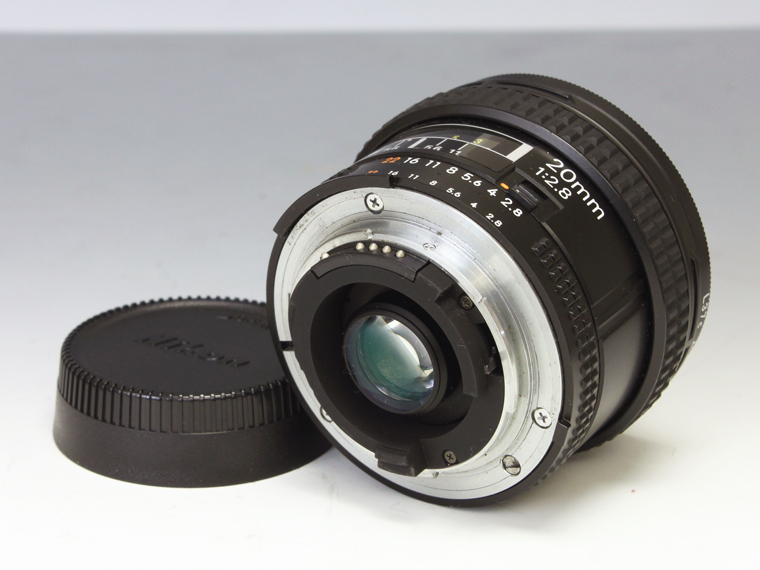 Nikon AF NIKKOR 20mm f2.8 広角単焦点レンズ<!--記入-->3枚目