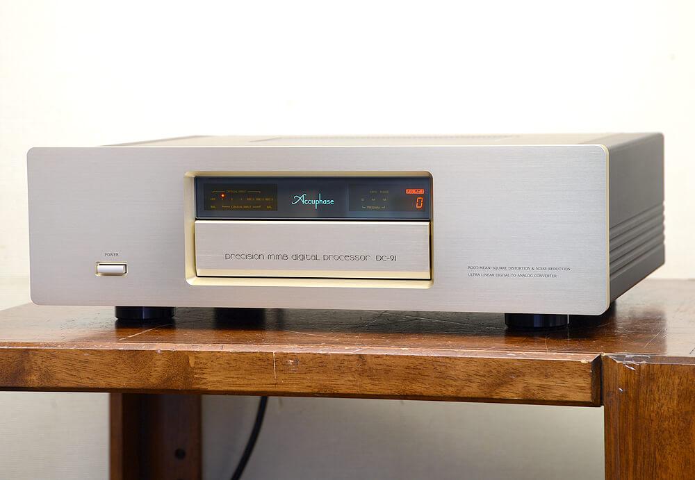 Accuphase DC-91 D/Aコンバーター1枚目