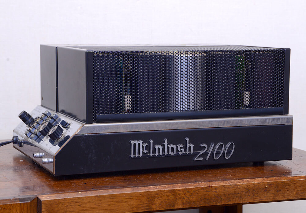 McIntosh MC2100 パワーアンプ1枚目