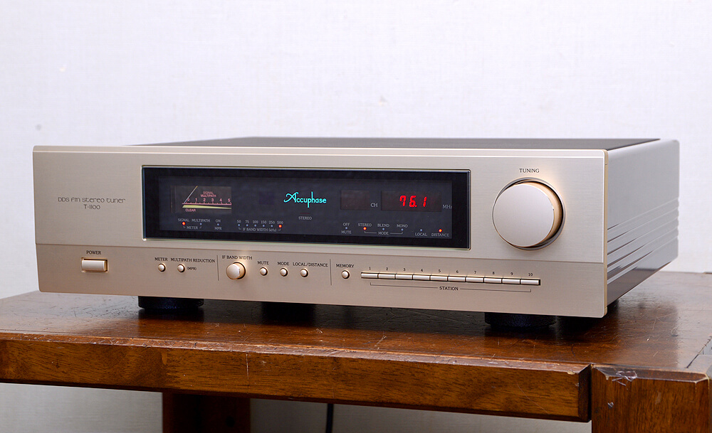 Accuphase T-1100 FMチューナー1枚目